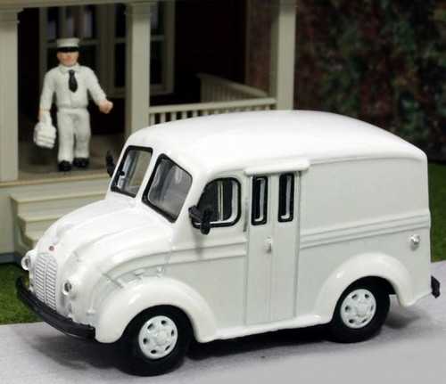 American Heritage Models HO 87-WH Divco Delivery Truck with Milkman and Carrier, Undecorated