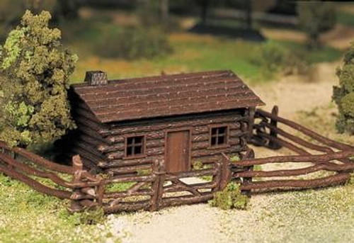 Bachmann Plasticville O 45982 Log Cabin with Rustic Fence Kit