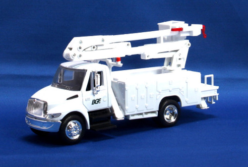 New Ray Toys O 15913-BUCKET International 4200 Bucket Truck, White