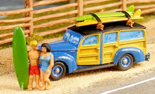 GHQ N 57018 1940s Ford Woody Kit with Surfers and Surfboards