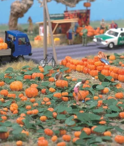 Walthers SceneMaster HO 949-1115 Pumpkin Patch (80 Assorted Pumpkins and 8 Vines)