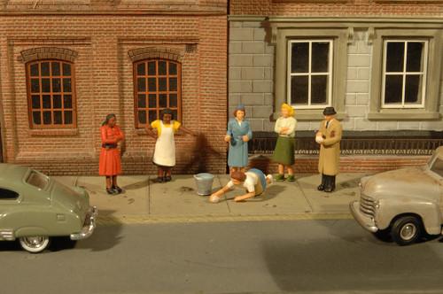 Bachmann O SceneScapes 33167 Sidewalk People (6)