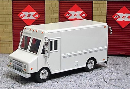 American Heritage Models O 48007 Delivery Step Van, White (Undecorated)