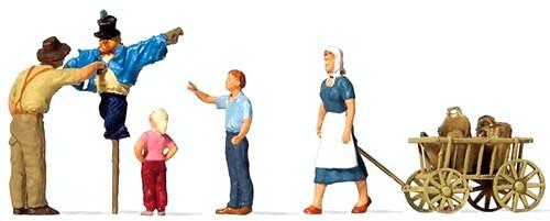 Preiser HO 10650 Putting up the Scarecrow (4)