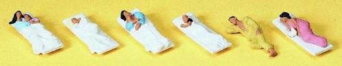 Preiser HO 10300 Sleeping Passengers (6)