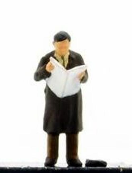 Preiser HO 28016 Man Reading Newspaper