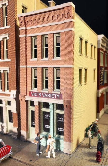 Lunde Studios HO 37 Vic's Variety Store Kit