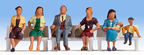 Noch HO 15533 Sitting People (6)