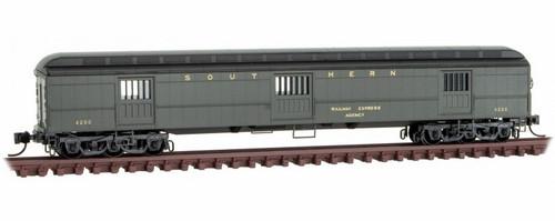 Micro-Trains N 14900330 70' Heavyweight Horse Car, Southern #4200