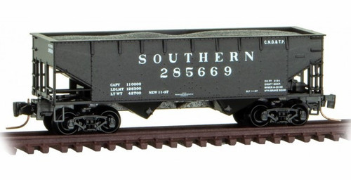 Micro-Trains Z 53300151 33' Twin Bay Hopper with Offset Sides and Load, Southern #285669