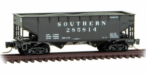 Micro-Trains Z 53300152 33' Twin Bay Hopper with Offset Sides and Load, Southern #285814