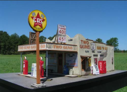 Showcase Miniatures HO 2019 Route 66 Series, Two Guns Gas 'N Go Kit