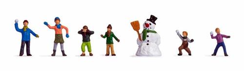 Noch HO 15821 Children in the Snow (7)