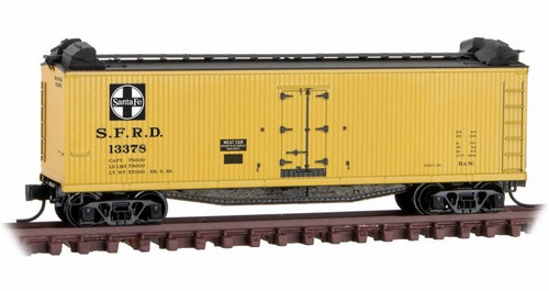 Micro-Trains N 04900910 40' Double-Sheathed Wood Reefer with Vertical Brake Wheel and Hatch Cover Hoods, Santa Fe #13378