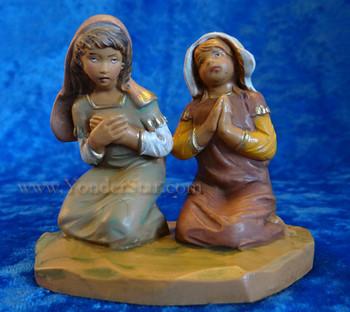 Nativity girls praying