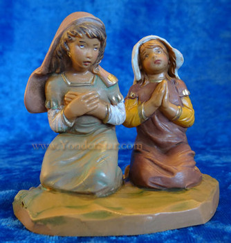 Fontanini girls praying