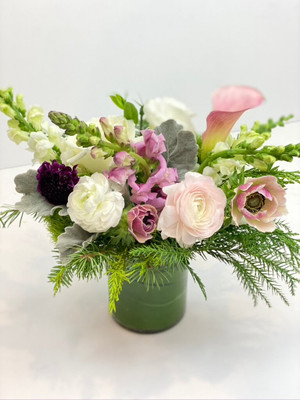 Apres Ski tones of white, cream, blush and a hint of berry and winter greenery for Seattle flower delivery by Juniper Flowers