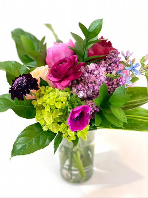 Surprise someone with this beautiful bundle of fresh blooms. We will choose the best flowers for your occasion and tie them with raffia. This hand tied bouquet comes wrapped in paper and a biodegradable eco wrap is used to keep the stems fresh.
