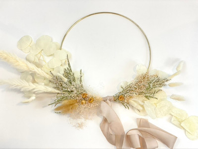 Summer Snowcap Dried Hoop Newly designed with Summer in mind. Our dried floral hoops are back and ready to spice up that freshly painted wall! Designed with 100% dried flowers these are for interior spaces only. The stark white of snow is softened by the summer's rose and cream tones in this dried hoop. Looking to add some unique art to your walls? These dried florals are sure to be a point of conversation for your next party. Seattle flower delivery by Juniper Flowers
