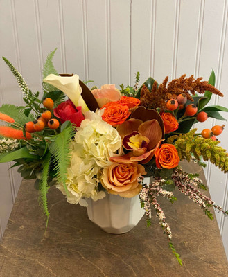 Autumn Spice A perfectly fall floral in shades of orange, bronze, copper, creamy white and a bit of peach. This lovely array is perfect on your dinner table. Coppery cymbidium orchids are at their peak this month and the autumn tones are spicy!