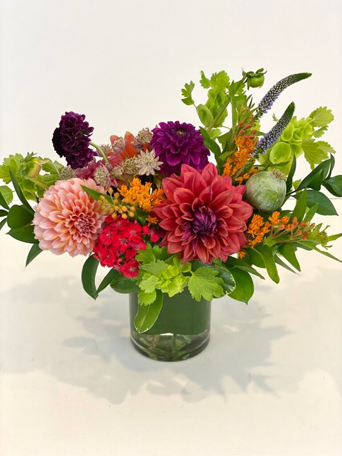 Dahlia Desktop Seasonal is best! We shop local and have so many beautiful dahlia varieties available from the local growers. Choose this assortment for your desk or kitchen table each week. We pick the best colors of the day for you. Seattle flower delivery by Juniper Flowers