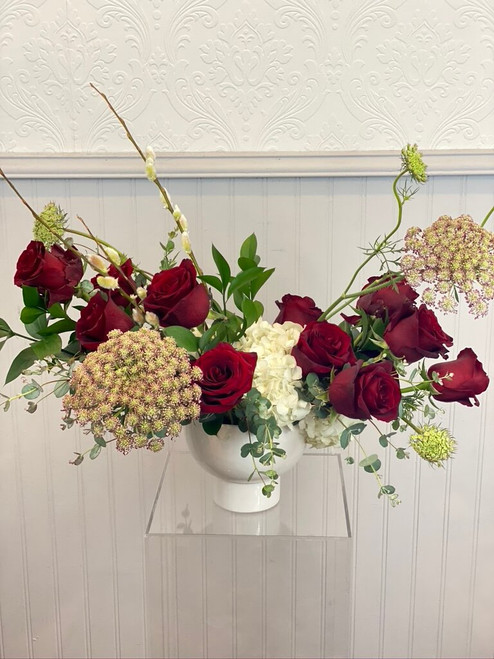 This is a beautiful play on a dozen roses. We love our modernized version designed in a low and compact style. We focus on the flowers and design and not all those added fillers. Wow your loved one with this sophisticated and on trend style! Seattle flower delivery by Juniper Flowers