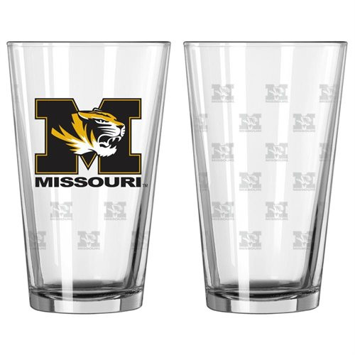 These pint glasses are perfect for game day parties or as a gift! It's decorated with a colored team logo and a repeated satin etched pattern. Holds 16 fluid ounces. Set of 2. Made By Boelter Brands