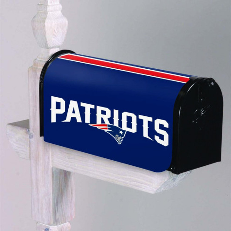 """These officially licensed Mailbox covers are made of 100% all-weather and fade-resistant nylon with sewn in megnetic strips to hold tight to the mailbox. Features embroidered logo and team name. Measures approx. 20"""" x 18"""" when laid flat. Made by Evergreen Enterprises."""