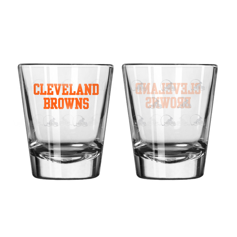 A staple for any sports display! This set of 2 comes in a clam shell and features color team logo with satin etch repeated pattern. Perfect for everything from pre-season drinks to championship cheers. Made by Boelter Brands.