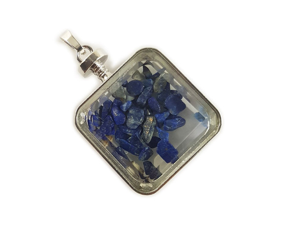 30x30mm Lapis chips in square glass pendant