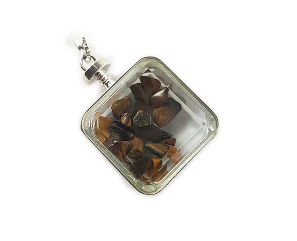 30x30mm Tiger eye chips in square glass pendant
