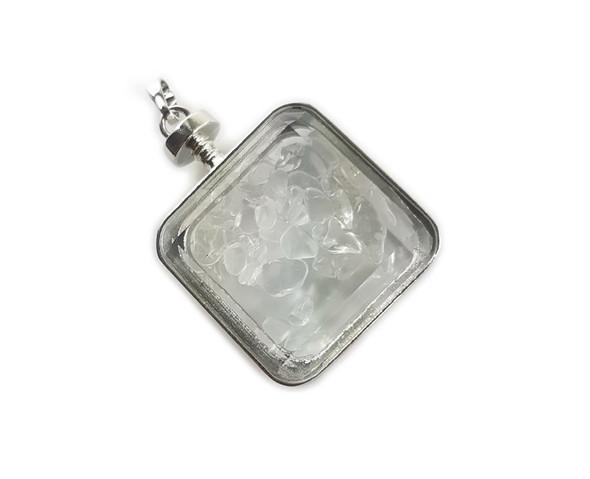 30x30mm White quartz chips in square glass pendant