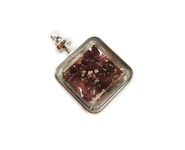 30x30mm Red Garnet Chips In Square Glass Pendant