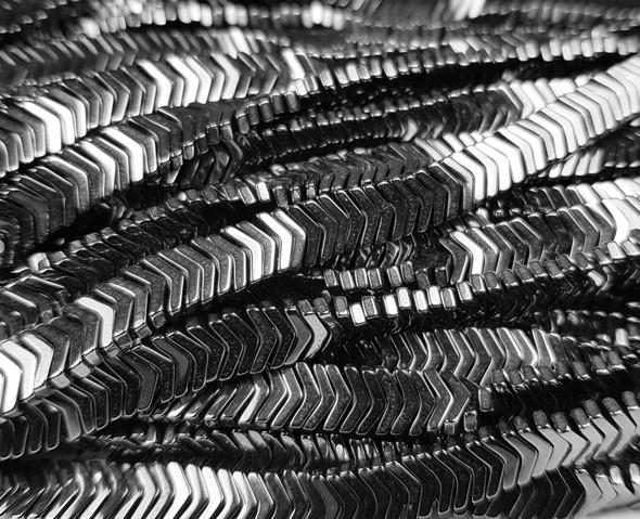 6x1mm Iron Gray Hematite Shiny V-Shaped Arrow Beads