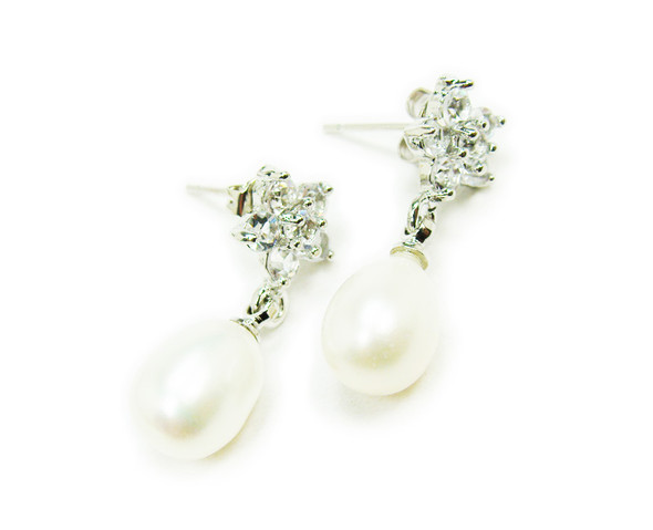 1 inch in total length White pearl and clear rhinestone star earrings