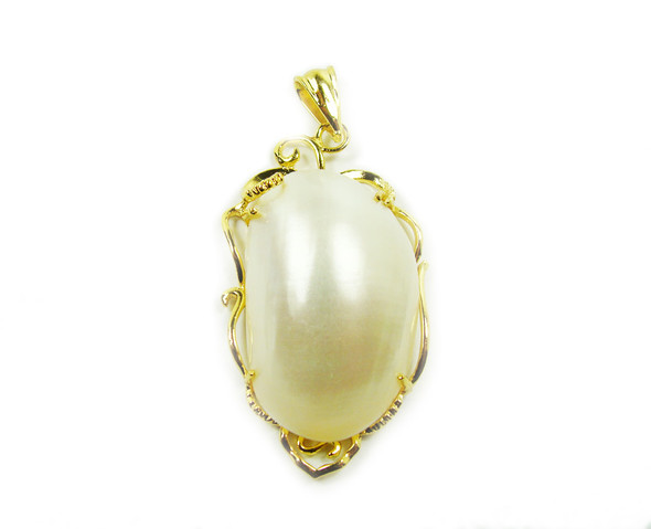 25x45mm White Shell Oval Pendant In Gold Metal Frame