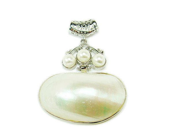 50x50mm Pearl and white shell oval pendant in silver metal frame