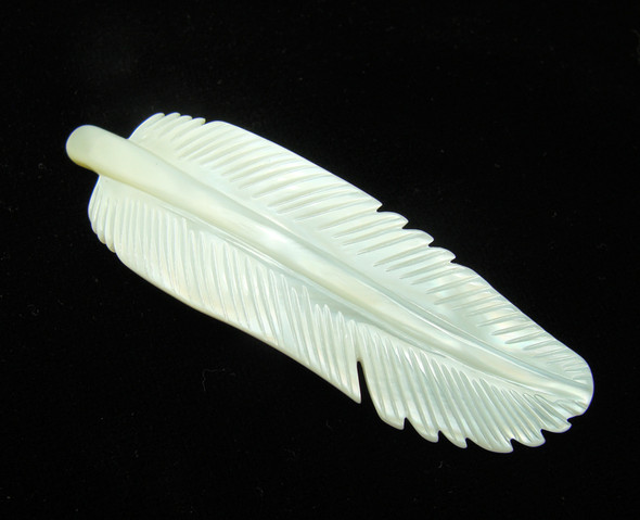 20x70mm Mother of pearl carved feather pendant