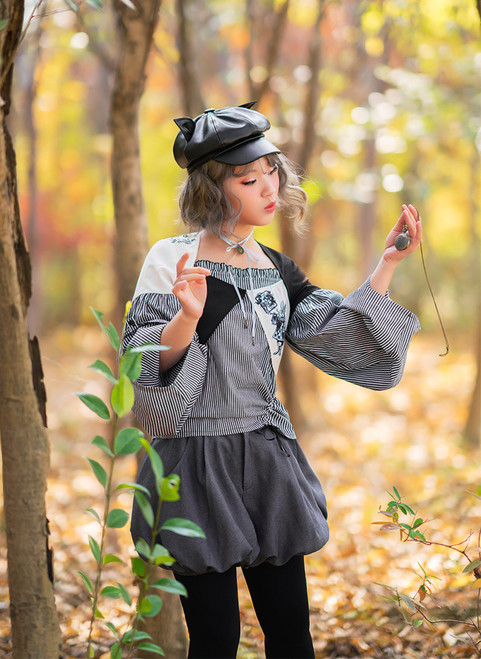 Model Show (hat: P00642, blouse: TP00175, pocket watch: AD00586, neck ribbon from TP00172)