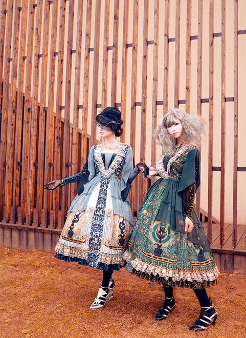 Model Show (hat: P00650, black gloves: P00581, petticoat: UN00028, UN00019, UN00026)