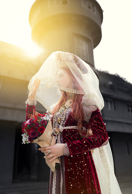 Model Show (headdress: P00658, dress: DR00258)