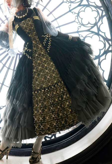 Model Show (Black Ver.) (hat: P00670, grey dress underneath: DR00261, underskirt: SP00207, petticoat: UN00028)