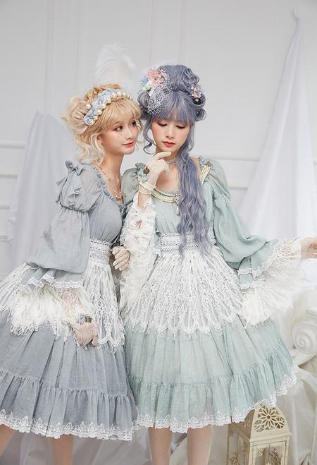 Model Show (petticoat: UN00019, UN00026) LEFT: hair band: P00683, small bow on shoulder: P00684