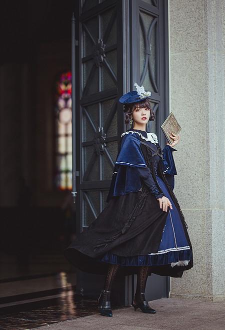 Model Show (beret: P00692, short cape: CT00320, blouse: TP00186, skirt: SP00215, underskirt: UN00030)