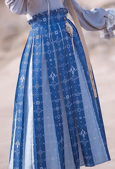 Model Show (Butterfly Pea Tea Ver.) (blouse: TP00191, neck tie: P00700)