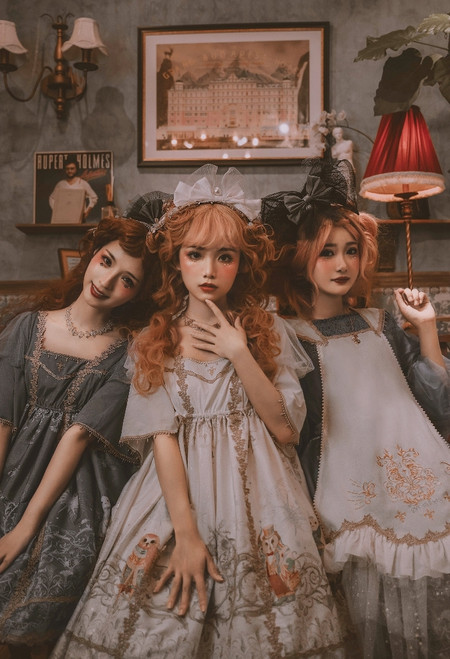 Group Model Show (Milky White & Iron Grey Ver.) (dress: DR00282) Girl on Right wearing (headdress: P00711, dress: DR00280, apron: DR00281)
