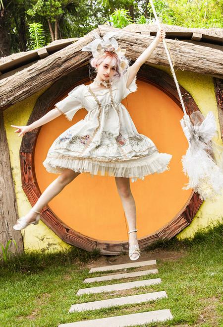 Model Show (Milky White Ver.) (headdress: P00711, dress: DR00282, petticoat: UN00026)