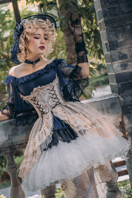 Model Show (White Ver.) (headdress: P00732, blouse: TP00163N, corset: Y00025X, skorts: UN00034)