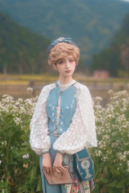 Model Show (Light Grey Ver.) (vest & skirt piece: CT00332, shirt & cape: TP00197, shorts: SP00228, bag: P00735)