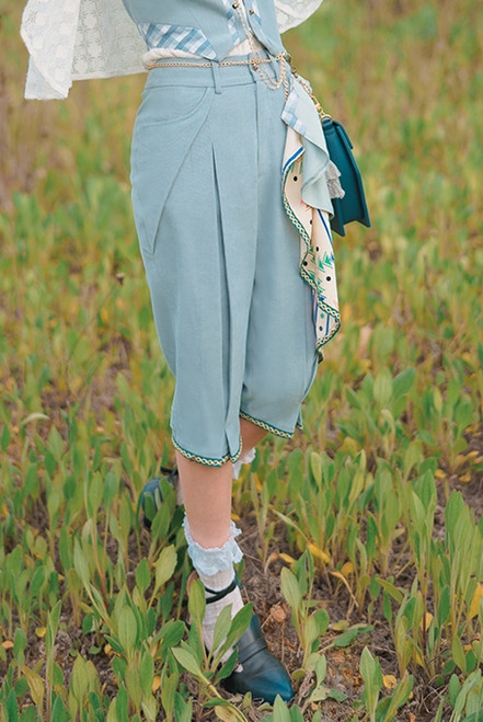Model Show (Light Blue Ver.) (vest & skirt piece: CT00332, shirt & cape: TP00197, bag: P00735)